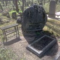 Mārtiņa Krieviņa un Elvīras Zaķes kapakmens Matīsa kapos