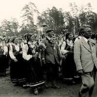 Hermanis Prūsis kora priekšgalā Latgales Dziesmu svētkos