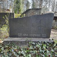 Žaņa Grīvas un Ainas Folmanes kaps