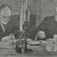 A. Čaks kopā ar tēvu Jāni Čadaraini Lāčplēša ielas dzīvoklī