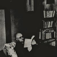 A. Čaks savā dzīvoklī Lāčplēša ielā četrdesmito gadu beigās