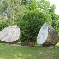 Tēlnieka Viļņa Titāna veidotais piemineklis Fricim Bārdam