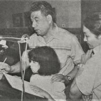 Čingizs Aitmatovs ar ģimeni Krišjāņa Barona muzejā