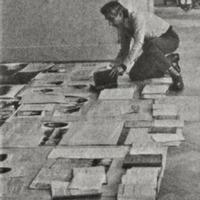 Romāns Pussars, iekārtojot Krišjāņa Barona muzeja ekspozīciju