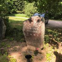 Rakstnieka Arvīda Osīša atdusas vieta Kārniņu kapos